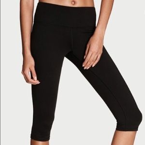 3/20 Victoria's Secret VSX SEXY KNOCKOUT CROP YOGA